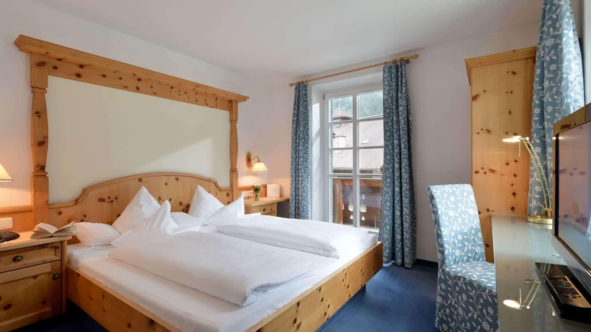 Suite Vintage Style mit Sitzecke im Alpenhotel Kramerwirt