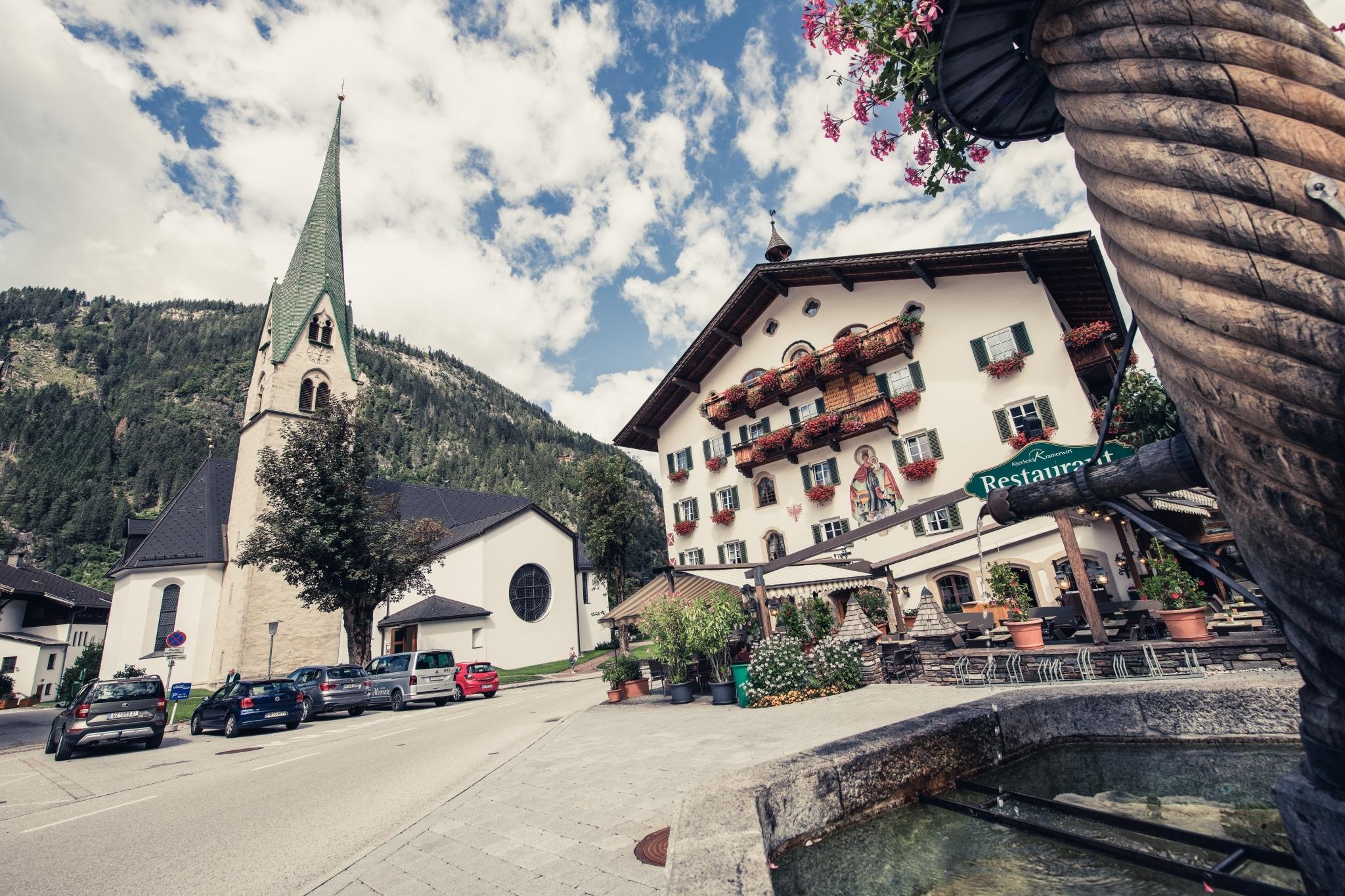 Marienbrunnen und Alpenhotel Kramerwirt