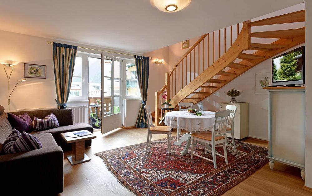 Försterhaus Apartments, Wohnzimmer in Mayrhofen