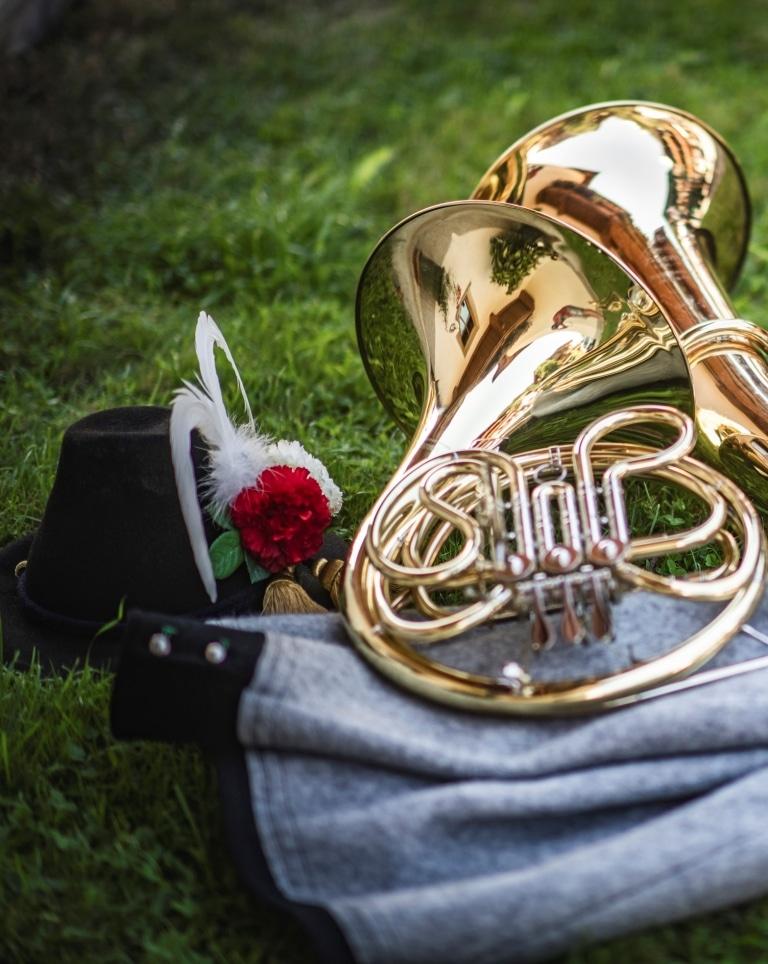 Instrumente und Tracht