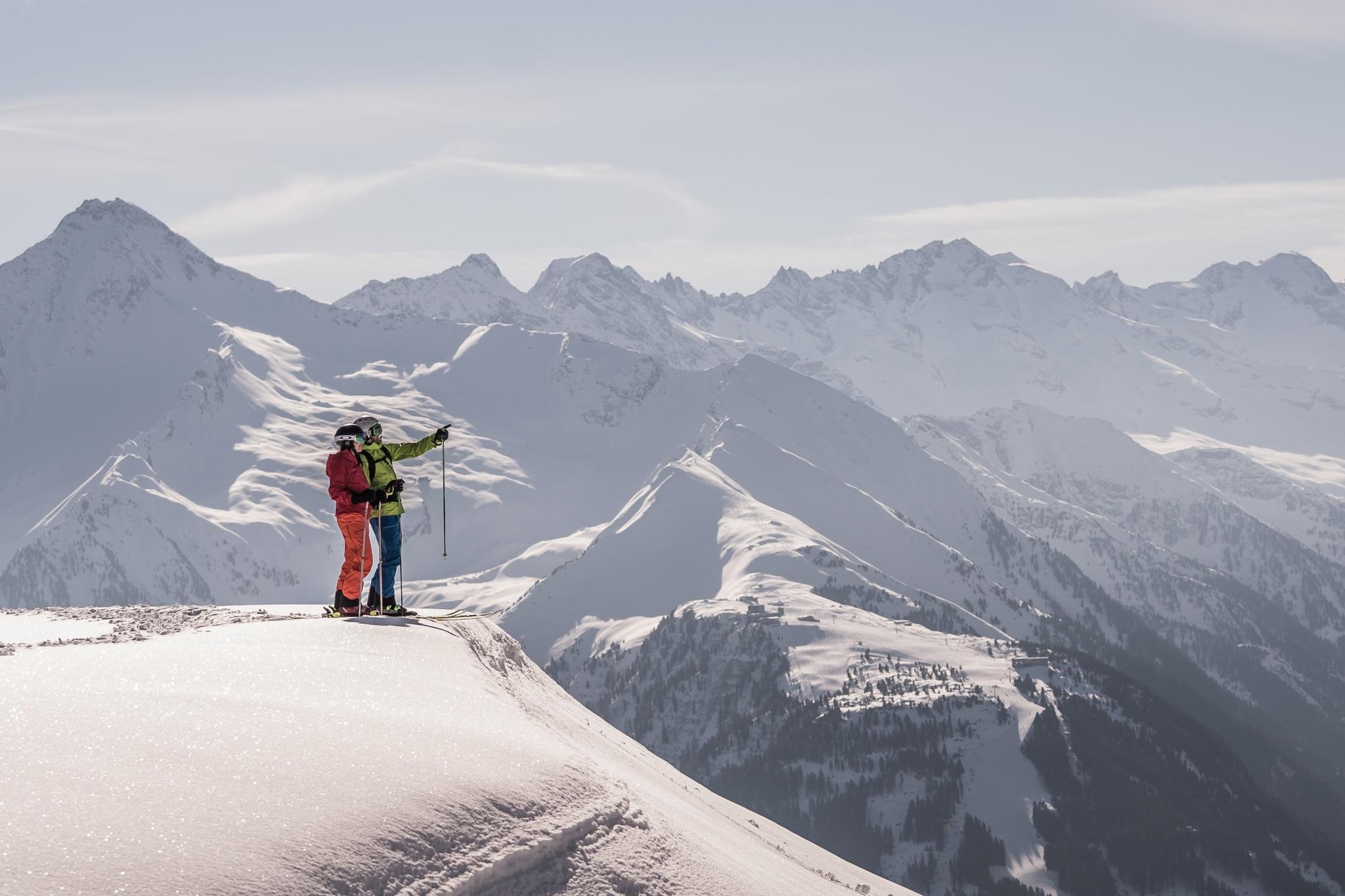 Skifahrer über Mayrhofen